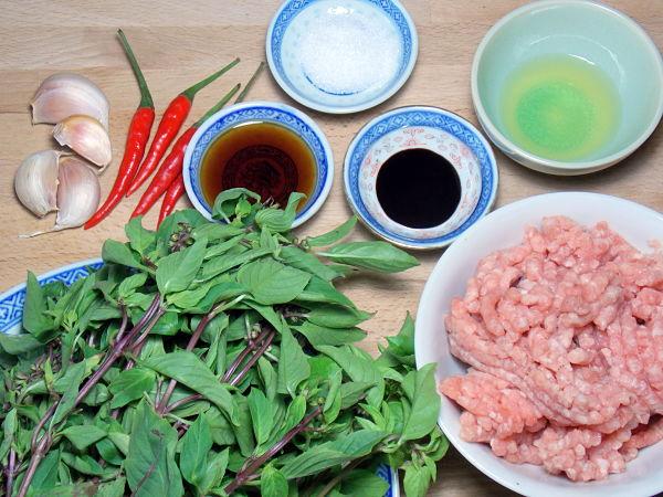 Thai Basil with Mince Pork Stir-Fry 1